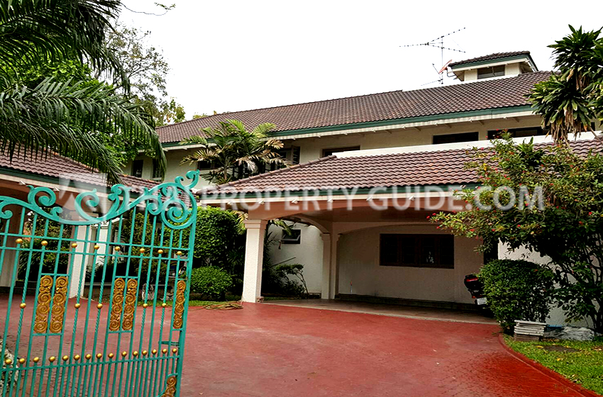 House with Private Pool for sale in Bangnatrad