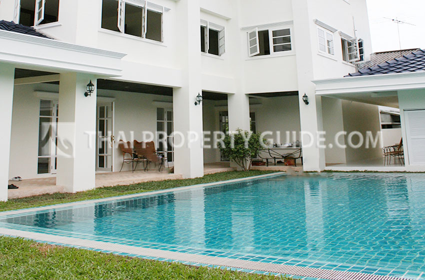 House with Private Pool for rent in New Petchburi