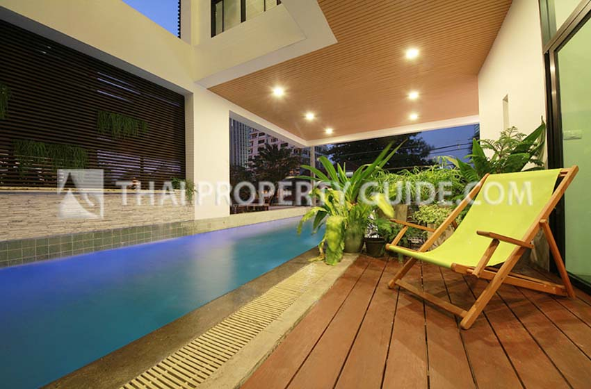 House with Private Pool for rent in Ploenchit