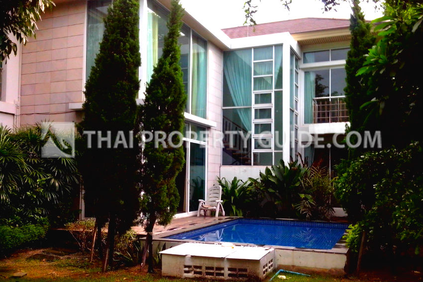 House with Private Pool in Ramkhamhaeng