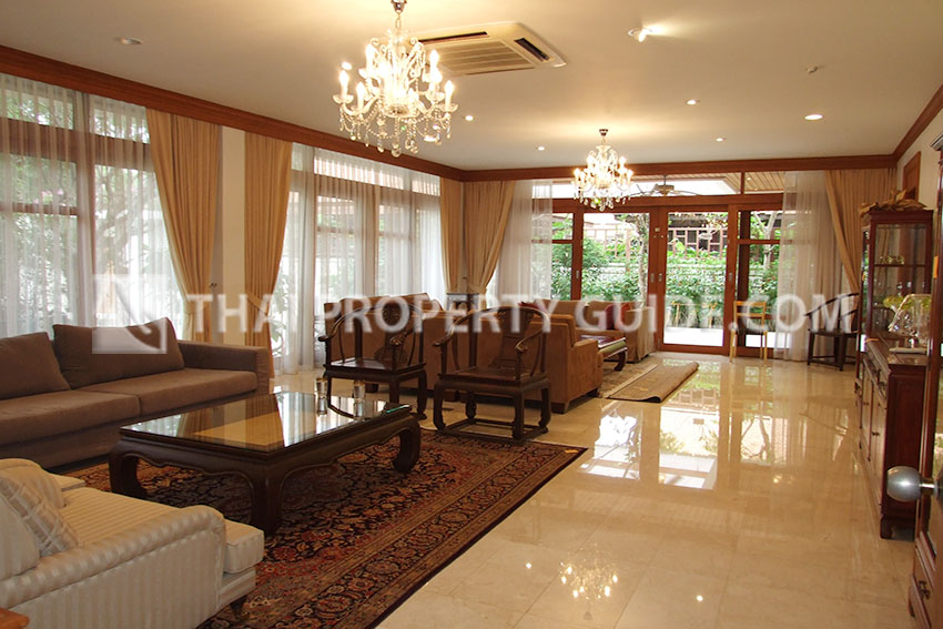 House with Private Pool in Sathorn