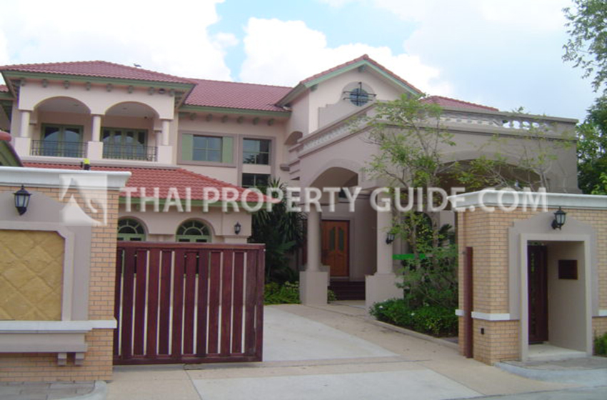 House with Private Pool for rent in Sukhumvit