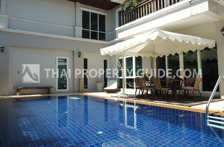 House with Private Pool in Sukhumvit