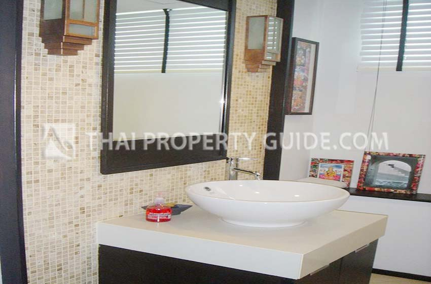 House with Shared Pool in New Petchburi
