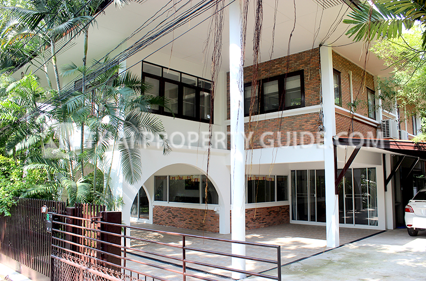 House with Shared Pool for rent in New Petchburi