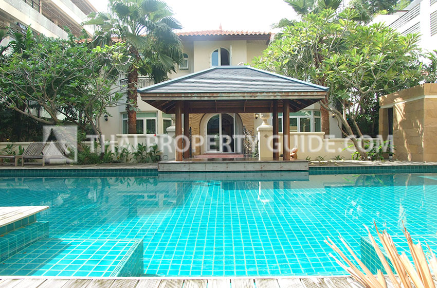 House with Shared Pool for rent in Ploenchit