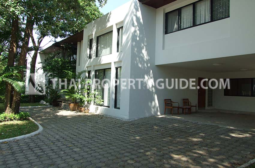 House with Shared Pool for rent in Ramkhamhaeng