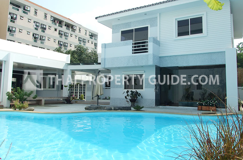 House with Shared Pool in Ramkhamhaeng
