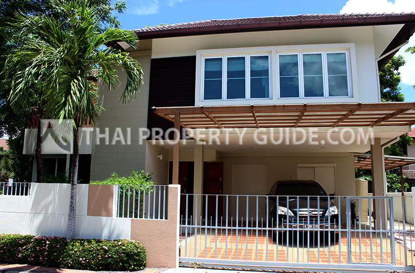 House with Shared Pool for sale in Srinakarin