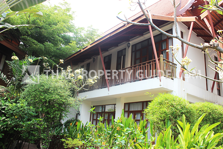 House with Shared Pool for sale in Sukhumvit
