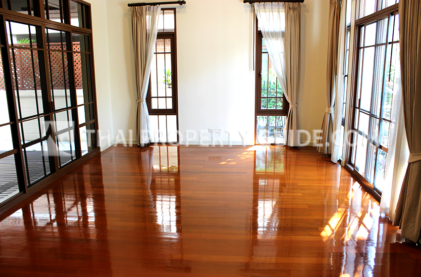 Huge House With Share Pool for rent in Sukhumvit, Bangkok