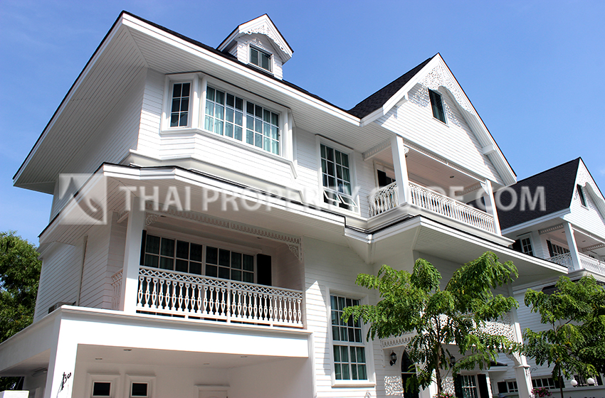 House with Shared Pool in Sukhumvit
