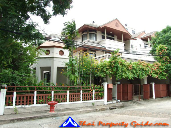 Townhouse for rent in Bangkok