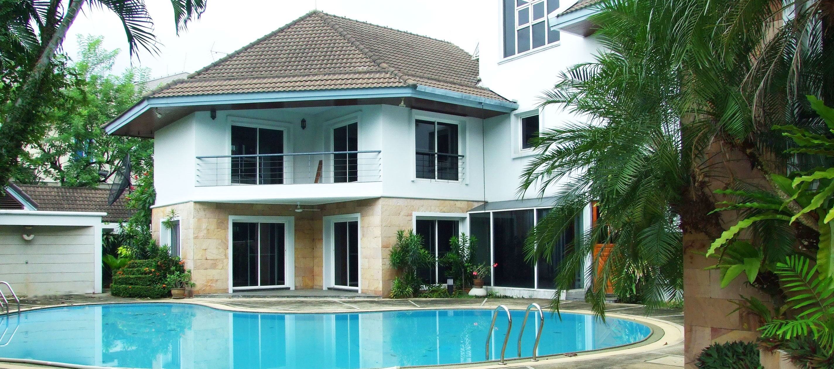 House in convenient compound, resides amongst the high-end security system